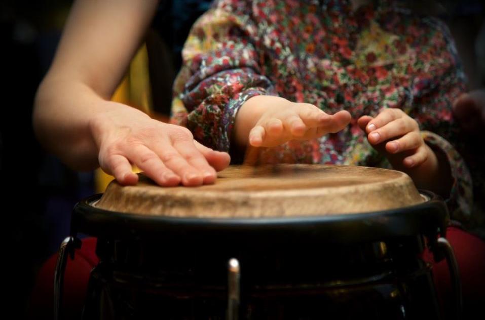 De missie van de Amsterdamse Muziekschool is om muziekeducatie beschikbaar te maken voor iedereen.